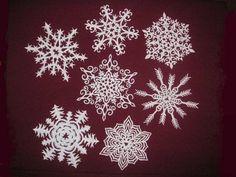 Making Paper Snowflakes and Garlands, Charming Handmade Christmas Decorations Snowflakes Diy Template, Making Paper Snowflakes, Paper Snowflake Patterns, Snowflake Cutouts, Diy Snowflakes, Snowflake Designs, Snowflake Ornaments, Diy Paper, Paper Art