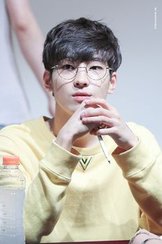 For some reason, he reminds me of Leo from Vixx in this picture