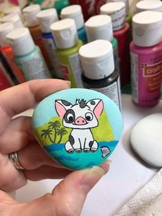 Piggy cow painted skirt Source by koalahardt Paint Pens For Rocks, Painted Rocks Craft, Hand Painted Rocks, Stone Art Painting, Cow Painting, Pebble Painting, Rock Painting Patterns, Rock Painting Ideas Easy, Rock Painting Designs