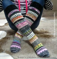 Àhhku Kirjoneulesukat, allepolven malli.  Knitted kneesocks, my own design  ©M.Leinonen-Tyni, All Rights Reserved