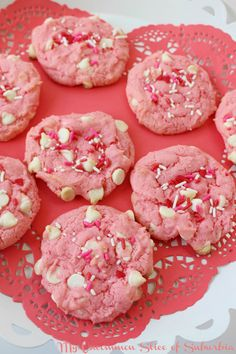 Strawberry White Chocolate Chip Valentines Cookie Recipe - M.- Strawberry White Chocolate Chip Valentines Cookie Recipe – My Uncommon Slice of Suburbia Valentine Desserts, Valentines Day Cookies, Valentines Baking, Valentine Treats, Köstliche Desserts, Delicious Desserts, Christmas Cookies, Valentine Cookie Recipes, Printable Valentine
