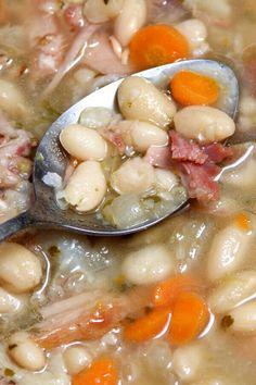 Ham Hock Soup, Ham Hocks And Beans, Ham And Bean Soup, Navy Beans And Ham, Crockpot Ham And Beans, Dry Beans Recipe, Crockpot Navy Bean Soup, Navy Bean Recipes, Bean Soup Recipes