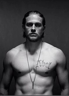 Charlie Hunnam as Jax Teller (Sons of Anarchy) Serie Sons Of Anarchy, Sons Of Anarchy Samcro, Jax Teller, Superman, Sons Of Anarchy Motorcycles, Charlie Hunnam Soa, Hommes Sexy, Raining Men, Actors