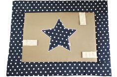 Boxkleden door Ukje op maat gemaakt. Baby speekleed vierkant, blauw / beige met ster. www.ukje.nl