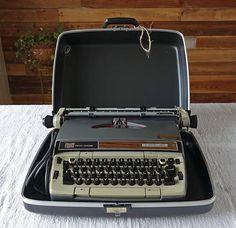 Vintage Smith Corona typewriter  Electra 220  Portable
