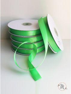 Nastro doppio raso - verde mela 15 mm. Per tutti i vostri allestimenti e le vostre decorazioni.  Lunghezza 50 mt. In #promozione #bomboniere #matrimonio #weddingday #ricevimento #wedding #sconti #offerta #nastro #faidate #raso