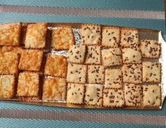 Gluténmentes, barna rizslisztes Kréker Biscuit Recipe, Banana Bread, Biscuits, Paleo, Desserts, Recipes, Food, Crack Crackers, Tailgate Desserts