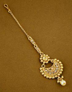 Maang Tikka Design, Maang Tikka Kundan, Tikka Designs, Tika Jewelry, Jewelry Art, Rajasthani Bride, Girls Jewelry, Cool Costumes, Jewelry Trends