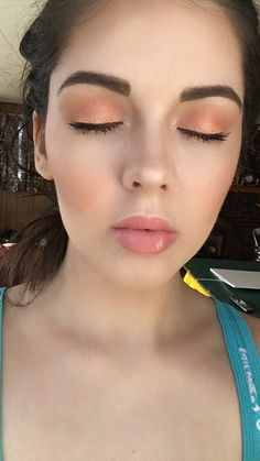 Peachy orange makeup-Peachy orange makeup that looks good on all skin tones!