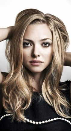 Eva McRayne - Amanda Seyfried Eva wanted a steady job, not a television show. But with her career options null after she graduates from college, she agrees to be on Elliot's new television show. You don't have to believe to be a presenter, do you?