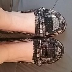 Shoes Used plaid roxy flats great for fall/winter. Kind of smooshed from moving but fit perfectly when worn. No rips or tears. Shows signs of wear on bottoms. Roxy Shoes Flats & Loafers
