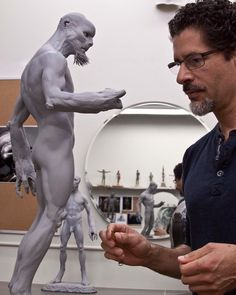 http://www.sculptclub.com/wp-content/gallery/130731-ironhead-studio/josefernandez-battleship-alien-design-sculpture.jpg