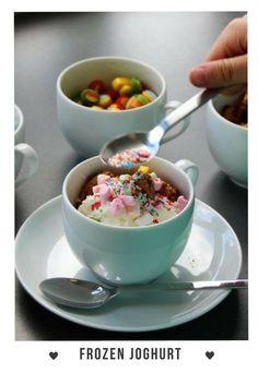 Frozen Joghurt selbst gemacht. Ohne Eismaschine - nur mit dem Thermomix. Schmeckt wie beim Frozen Joghurt Laden auf Norderney. Schnell, gesund und mit wenigen Zutaten. Schmeckt immer! #FrozenJoghurt #Selbstgemacht #Rezept #Thermomixrezept #OhneEismaschine #Sommer #Eis #Dessert #Nachtisch #Kindergeburtstag #Lecker #mademyday #Thermomix