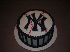 new york yankees cake | new york yankees all bc used transfer to put ny right on cake