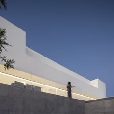 Gallery of House in Santa Pola / Fran Silvestre Arquitectos - 27 Minimalist Architecture, Contemporary Architecture, Amazing Architecture, Interior Architecture, Contemporary Homes, Home Aquarium, Ground Floor, Building A House, Minimalism