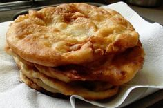 zsuzsa is in the kitchen: HUNGARIAN POTATO FLATBREAD - KRUMPLIS LÁNGOS. I like them dusted with cinnamon and sugar, or powdered sugar. Other ways are with more savory toppings; such as roasted garlic and butter. Hungarian Cuisine, European Cuisine, Hungarian Recipes, Hungarian Food, German Recipes, Bread Recipes, Snack Recipes, Potato Recipes, Snacks