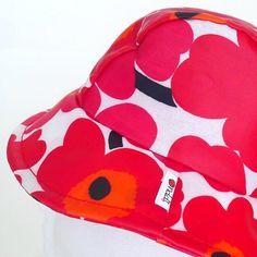 Girls' Rain Hat made of Marimekko Unikko coated cotton. Marimekko Fabric, Rain Hat, White Books, Hat Making, Red And Pink, Poppies, Sunglasses Case, Sewing Projects, Trending Outfits