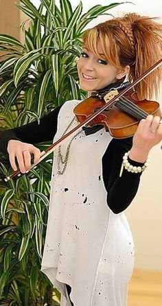Lindsey Stirling is Beautiful.<I agree! Lindsey Stirling Hair, Best Violinist, Fangirl, Music People, Beautiful Voice, Her Hair, My Idol, Rapper, Celebs
