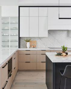 Kitchen Black Counter, White Wood Kitchens, White Marble Kitchen, Modern Kitchen Cabinets, Modern Kitchen Interiors, Modern Kitchen Design, Home Decor Kitchen, Kitchen Furniture, Kitchen Ideas