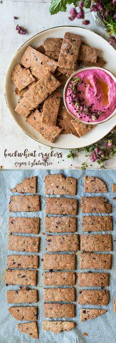 #crackers #buckwheat #vegan #glutenfree #almondmilkpulp #almondpulp #olives #herbs #snack #healthy #easy #thyme #rosemary