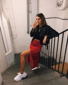 Fashion Tips Outfits 18 beautiful outfits for the new year 2019 fashion and outfit trends.Fashion Tips Outfits 18 beautiful outfits for the new year 2019 fashion and outfit trends Spring Outfits, Trendy Outfits, Fashion Outfits, Vintage Hipster Outfits, Ootd Spring, Bar Outfits, Outfits 2016, Autumn Outfits, Casual Fall Outfits