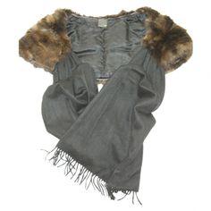Superbe étole Fendi en fourrure de zibeline et cashmere. Parfait état. Jamais porté. Idéal pour rester bien au chaud cet hiver ! Facture disponible ainsi que housse de protection Fendi.