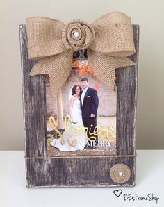 Handmade distressed wooden picture frame with burlap bow, initials and rosettes DIY Burlap Projects, Burlap Crafts, Burlap Bows, Wood Crafts, Craft Projects, Diy Wood, Wood Projects, Craft Ideas, Cute Crafts