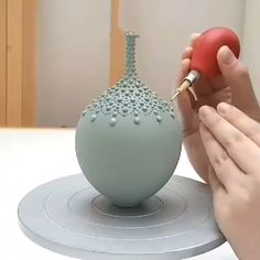 Video - Slip trailing timelapse video by Hannah Billingham Decorating a stained hand thrown vase with malibu blue slip dots.Decorating a stained hand thrown vase with malibu blue slip dots. Raku Pottery, Mccoy Pottery Vases, Pottery Handbuilding, Hull Pottery, Weller Pottery, Glazed Pottery, Antique Pottery, Pottery Sculpture, Slab Pottery