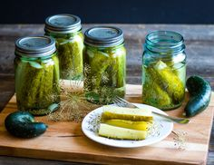 These kosher dill pickles are so delicious and a perfect canning recipe for beginners. Can your own homemade dill pickles with garden fresh ingredients! Easy Canning, Canning Tips, Canning Recipes, Kosher Dill Pickles, Canning Pickles, Kerr Jars, Refrigerator Pickles, Edible Mushrooms, Thing 1