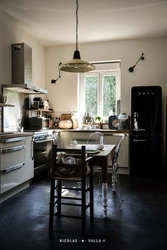 kitchen -★- Small Apartments, Small Spaces, Barn Bathroom, Kitchen Dinning Room, Kitchen Pantry, Cool Lighting, Interior Inspiration, Cool Stuff, Envy