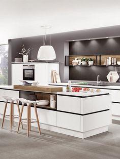 Nicht Nur, Dass Man Viel Mehr Arbeitsfläche Zur Verfügung Hat, Die Insel  Ist Auch Ein Eye Catcher In Jeder Küche. #weißeküche #kücheninsel #trend  #kitchen ...