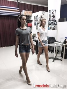 Catwalk Tip 1 : It's all about the correct postures. Coaching the girls on how to do a correct walk.  #iModels #Catwalk
