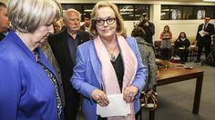 Judith Collins resigns, says she's a victim Long White Cloud, Cool Words, Countries, Sad, Politics, Sayings, Fashion, Moda, Lyrics