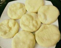 Τηγανόπιτες με φέτα! Πεντανόστιμες και έτοιμες σε δέκα λεπτά! ! Υλικα 1 αυγο 1/2 κουπα γαλα 1κεσεδακι γιαουρτι 1φακ μπεικιν 2κ του γλυκου αλατι 3 κουπες αλευρι για ολες της χρησεις!! εκτελεση Χτυπαμε λιγο το αυγο ανακατευουμε ολα τα υλικα μαζι,ανοιγουμε ενα φυλλο οχι Greek Recipes, My Recipes, Cooking Recipes, Favorite Recipes, Greek Cooking, Cooking Time, Best Food Ever, Breakfast Snacks, Happy Foods
