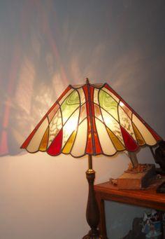 lampara en vidrios de colores y transparentes esmerilados. Unidos con lineas de plomo y soldada con estaño