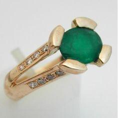Bague en or et émeraude   .www.bijoux-bijouterie.com #bijou #emeraude