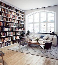 거실책장 인테리어 저렴하게, 혹은 럭셔리하게 즐기는 다양한 방법들요즘 거실에서 TV를 없애고 마치 북...