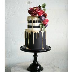 Winter weddings need a cake with real drama, something to make a statement… If that is what you're looking for, please let us introduce you to Sweet Bloom Cakes' black, gold and white creation. The monochrome top tier is super stylish and the combination Floral Wedding Cakes, Wedding Cakes With Cupcakes, Unique Wedding Cakes, Cupcake Cakes, Elegant Wedding, Rustic Wedding, Trendy Wedding, Wedding Flowers, Pretty Cakes