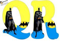 Oh my Alfabetos!: Alfabeto de Batman en fondo amarillo y azul.
