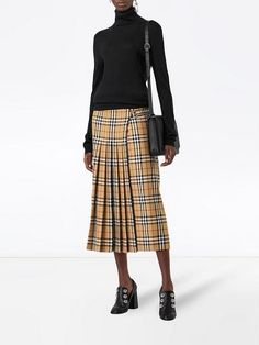 Shop online yellow Burberry Vintage Check Wool Kilt as well as new season, new arrivals daily. Midi Skirt Outfit, Skirt Outfits, Dress Skirt, Cute Outfits, 1960s Fashion Dress, Skirt Fashion, Fashion Outfits, Burberry Skirt, Kilt Skirt