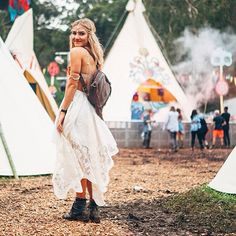 Looking every bit the bohemian goddess at Splendour In The Grass. Festival Chic, Festival Outfits, Festival Fashion, Gypsy Style, Hippie Style, Hippie Boho, Lollapalooza, Xmas Party Outfits, Modern Day Hippie