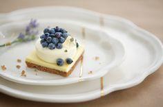 Bleuets sauvages chez Atelier Make Ceramic Design, Panna Cotta, Cheesecake, Porcelain, Pudding, Ceramics, Tableware, Ethnic Recipes, Desserts