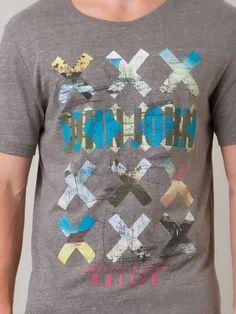 http://www.farfetch.com/br/shopping/men/john-john-camiseta-com-estampa-item-10921591.aspx?storeid=9688