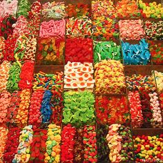 sweets for my sweet mercat de la boqueria, barcelona Colorful Candy, Candy Colors, La Boqueria, Roasted Fall Vegetables, Candy Shop, Gummy Bears, Homemade Baby, Candyland, Halloween Treats