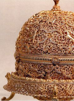Goa Stone and Gold Case - late 17th–early 18th century - India, Goa - gold; pierced, repoussé, with cast legs and finials; stonecompound of organic and inorganic materials