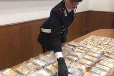Torino: i carabinieri scoprono un tesoro da 1.3 milioni di euro - VIDEO TORINO I CARABINIERI SCOPRONO UN TESORO DA 1.3 MILIONI DI EURO: i carabinieri hanno scoperto un tesoro da 1,3 milioni di euro in un deposito self storage. Venti chili di lingotti d'oro per un valore di oltre 675 mila euro e decine di mazzette di denaro termosaldate e sottovuoto per 600 mila euro, sono stati sequestrati dai militari del Nucleo Radiomobile di Torino. Da qualche tempo i militari, ne #torin Torino, Video, 3, Euro