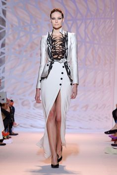 Warning: Dangerous Curves Ahead at Zuhair Murad: Jennifer Lopez and Kristen Stewart are not exactly one in the same when it comes to fashion.