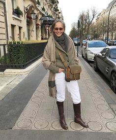 On the hunt for style inspiration for older women? Linda Wright, 69 years old, is just the woman. Over 60 Fashion, Over 50 Womens Fashion, Fashion Over 50, Stil Inspiration, How To Wear Ankle Boots, Older Women Fashion, Advanced Style, Estilo Fashion, Hunting Clothes