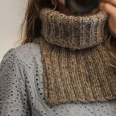 Gepard The simplest neck warmer in Puno Baby Knitting Patterns, Knitting Yarn, Crochet Patterns, Crochet Neck Warmer, Sport Weight Yarn, Scarf, Knitted Slippers, Double Knitting, Free Pattern