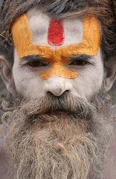 U-shaped Tilak on Vaishite Sadhu - Kathmandu, Nepal Nepal, We Are The World, People Around The World, Monte Everest, Arte Peculiar, Arte Tribal, Portraits, World Of Color, India